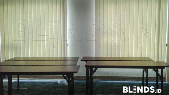 Gambar Vertical Blinds Semi Blackout Warna Cream Project Di Jakarta Selatan