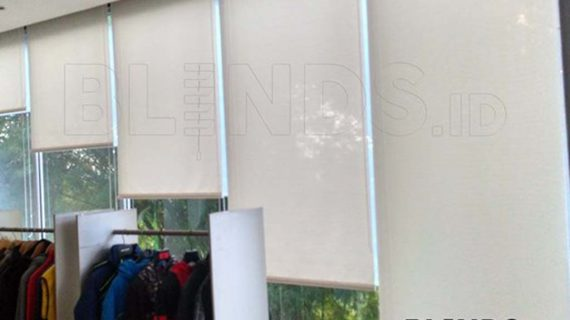 Roller Blinds Solar Screen Warna Putih Project Di Bekasi