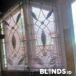 Venetian Blinds Pink Untuk Jendela Dapur Klien Ciputat