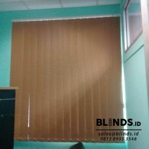 contoh tirai vertical blinds blackout sp.6046-7 brown di Bekasi Q3711