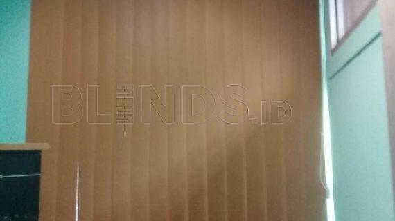 Contoh Tirai Vertical Blinds Blackout Coklat Di Bekasi