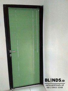 gambar venetian blinds warna hijau deluxe slatting 25mm Q3743