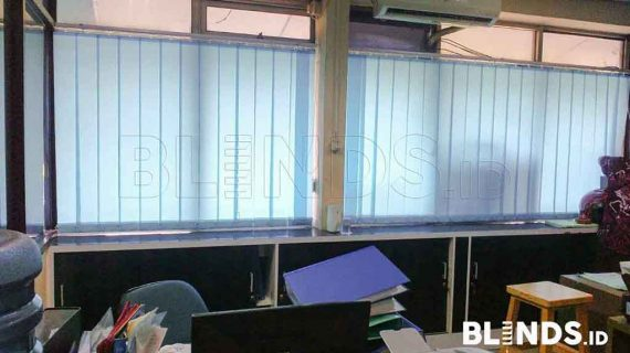 Vertical Blinds Blue Bahan Dimout Di Cawang