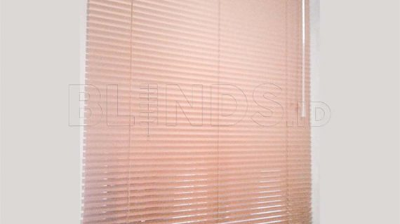 Gambar Venetian Blinds Warna Gold Di Halim