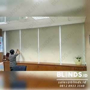 tirai roller blinds blackout superior Sp 6077-2 Coconut di Menara Prima Q3920