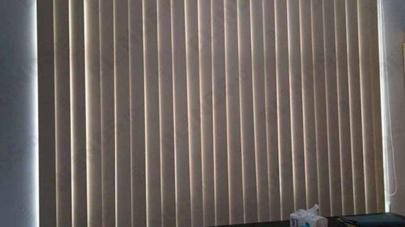 Vertical Blinds Bahan Blackout Peach Menteng