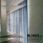 Warna Navy Blue Vertical Blinds Blackout Kebon Nanas