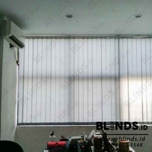 gambar vertical blinds grey bahan dimout Sp.8007 Q3943