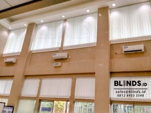 vertical blinds off white bahan dimout PT KAI id3500