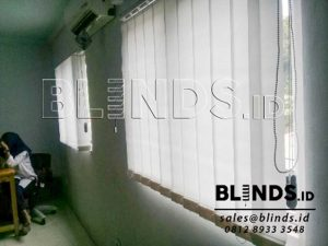 contoh vertical blinds bahan dimout Sp.8814 White id3548