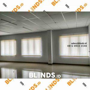 jual vertical blinds bekasi bahan dimout warna cream custom id4120