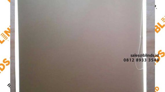 Tirai Menggulung Blackout Warna Cream Di Komplek Panorama Jati Padang