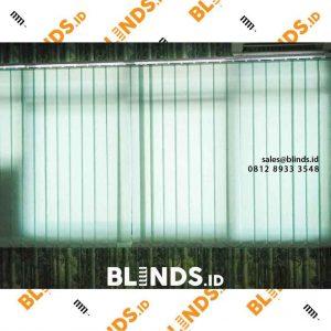 tirai jendela kantor model vertical bahan dimout di Menteng id4145