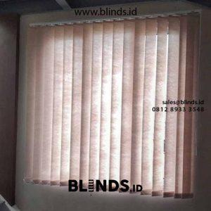 vertical blinds semi blackout beige pasang di Bekasi id4214