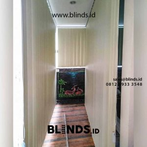 contoh bahan blackout vertical blinds warna beige di Pondok Labu id4319