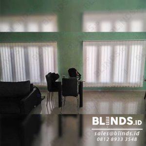contoh tirai jendela vertikal bahan dimout di Tangerang id4085