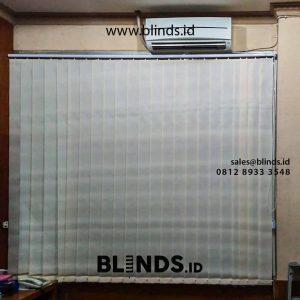 gambar vertical blinds bahan dimout warna beige di rawa gelam id4325
