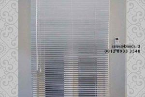 jual wooden blinds warna putih di ciganjur id4296