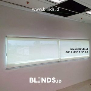 roller blinds bahan solar screen warna putih di springhill office id4329