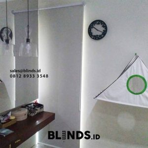 contoh roller blinds bahan blackout warna beige