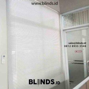 contoh venetian blinds dengan bahan alumunium
