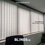gorden untuk kantor model vertical blinds