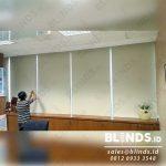 model roller blinds untuk tirai minimalis kantor