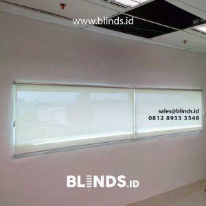 roller blinds solar screen warna putih untuk ruangan lebih nyaman
