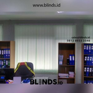 gorden kantor vertical warna hijau bahan dimout di Cikampek id4418