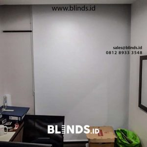 contoh roller blinds blackout super quality putih di Cilandak id4523