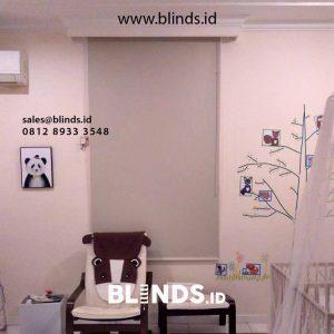 contoh tirai roller blinds bahan blackout di Menteng id4349