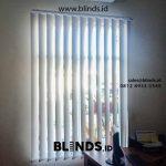 Pesan Tirai Vertical Blind Kain Blackout Kantor Bintara Bekasi Gratis Pasang