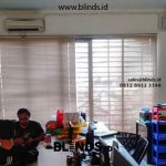 Pemasangan Venetian Blinds Alumunium Sharp Point Komp Pergudangan Infinia Tebet Blinds id