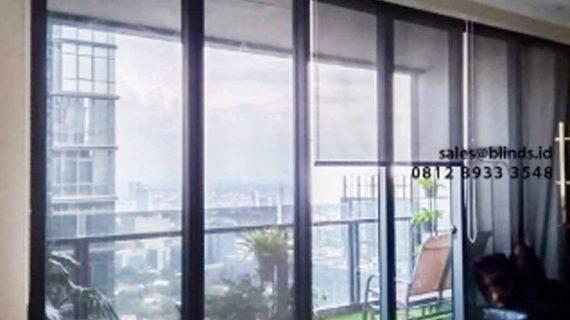 Proses Pemasangan Roller Blinds Solar Screen Warna Grey Di Apartemen District Senopati Jakarta Selatan