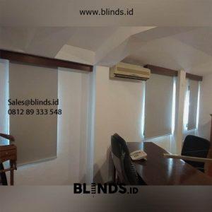 Tirai Roller Blinds Warna Grey Klien di Setiabudi Jakarta Id5599