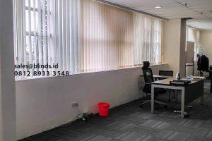 Perindah Dekorasi Ruangan Dengan Vertical Blinds Semi Blackout Id4463