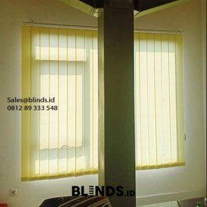 Toko vertical blinds dimout warna cream ID 5797