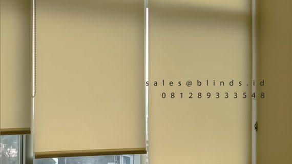 Tirai Roller Blinds Dimout Sp 202-1 Beige Apartemen Sahid Sudirman Residence Tanah Abang